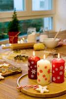 Fröhliche Weihnachten in Rot und Weiß
