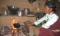 """Wikinger Reisen unterstützt """"Ofenmacher"""" in Nepal"""