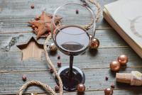 Genieße Wein: Wie Wein Weihnachten zu etwas ganz Besonderem macht.