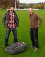 Sportplatzpflege mit Rasenrobotern