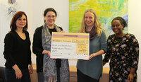 """Aktionsprogramm """"Perspektiven für Frauen"""": Rajapack übergibt erste Spendengelder"""