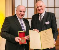 Raiffeisen-Medaille für ehemaligen AGRAVIS-Chef Dr. Clemens Große Frie