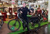 Joey Kelly präsentiert E-Bike für hagebau direkt und WERKERS WELT direkt