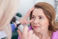 Glaskörpertrübung - Mainzer Augenarzt nimmt Leidensdruck
