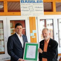 35 gemeinsame Jahre - Salamander gratuliert Fensterbau Bässler zum Kundenjubiläum
