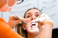 Professionelle Zahnreinigung beim Zahnarzt (Vaihingen/Enz)