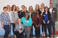 """Rajapack übergibt im Rahmen des Aktionsprogramms """"Perspektiven für Frauen"""" über 45.000 EUR Spenden"""