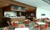 """sky100 Hong Kong Observation Deck eröffnet in Partnerschaft mit The Ritz-Carlton, Hong Kong das ?Cafe 100 by The Ritz-Carlton, Hong Kong"""""""