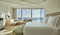 Das Four Seasons Hotel at The Surf Club in Surfside, Florida, ist jetzt eröffnet