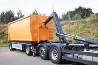 BlueLine: Der neu abgestimmte Behältertransportanhänger von Hüffermann