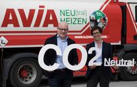 AVIA-Gesellschafter Ilzhöfer in Augsburg und Keslar in Kempten:   Mittelständische Mineralölhändler machen Heizöl CO2-neutral