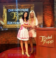 Sängerin Antonia aus Tirol und Loona bei RTL2 ersteigert!