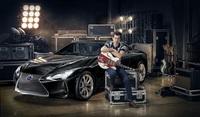 Mark Ronson präsentiert neuen Lexus LC