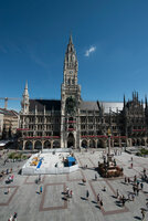 Ein neuer Belag für den Marienplatz in München: perfekte Entwässerung durch Flächendrainage von Gutjahr