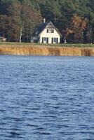 Ferienhäuser Insel Rügen; Ferienwohnungen Insel Rügen;Urlaub mit Hund Insel Rügen;Lastminuteangebote;Reethaus am Meer mit Sauna Kamin Waschmaschine;