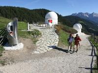Auf Tuchfühlung mit Saturn und Venus: Neuer Audioguide leitet durch Südtirols Sternendorf