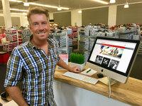 Online, Offline, immer dabei: schuhplus launcht multimediale POS-Terminals