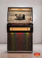 """Die """"Rocket Vinyl"""" Jukebox ist da - die weltweit einzige, neu gefertigte Musikbox mit Singles im klassischen Design!"""