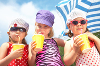showimage Praktische To Go Becher für Softdrinks, Smoothies, Shakes und mehr im Sommergeschäft