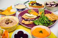 Frischer Dip-Spaß - dreimal Hummus von Florette