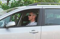 Am Steuer den Durchblick behalten: Stark getönte Sonnenbrillen behindern die Sicht