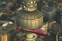 Im Hubschrauber über die Dächer von Berlin