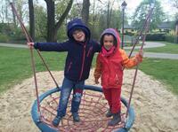 Neue Nestschaukel im Bethanien Kinder- und Jugenddorf Eltville