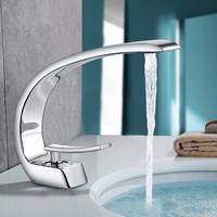 Funktion im Design: Einhebel-Waschtischarmatur von BONADE mit belebender Wasserfall-Funktion