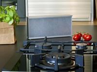 Küche: Luftreiniger von Distelkamp-Electronic filtert Rest-Fettpartikel aus Küchendunst