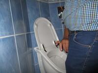 showimage Gastwirte verlieren Männer in der Toilette