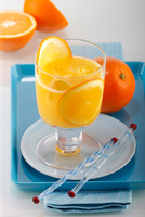Orangensaft ein hilfreicher Bestandteil der Ernährung im Alter