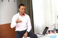 Ray Popoola: Wirkungsvolles Coaching beginnt da, wo die Banalität endet