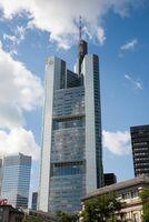 DIM Deutsche Immobilien Management erhält Auftrag für den Commerzbank-Tower in Frankfurt am Main