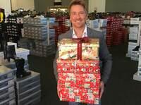 Endspurt für Geschenke der Hoffnung: Abgabe bei schuhplus - Schuhe in Übergrößen - noch bis Mittwoch