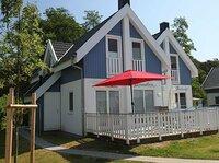 Ferienhaus Insel Rügen Strandhaus Bernstein mit Sauna Whirlpool Kamin Waschmaschine zwei Schlafzimmer zwei Bäder Wohn Essz Küche Terrasse geschlossen