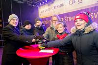 showimage lekker schaltet Beleuchtung des Weihnachtsbaums am Brandenburger Tor ein