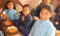 Nepal: 20 Cent machen Schulkind satt