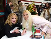 Tanja Playner trifft Melanie Griffith in der Lugner City