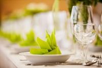 Praktische und qualitative Servietten für den täglichen Hotel- und Gastronomiebedarf