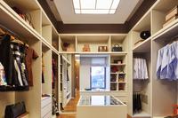 Machen Sie Platz im Kleiderschrank