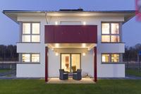 Ruhig und gleichzeitig zentral wohnen: Die Stadtvilla von Fingerhut Haus im Trend