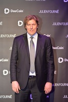showimage DasCoin und Julien Fournie erkunden die Zukunft der Mode und Blockchain bei Eiffelturm-Event