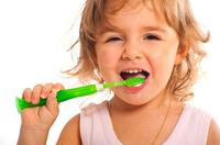 Zahnpflege bei Babys und Kindern: Darauf kommt es an