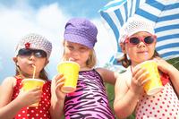 Individuell bedruckte Trink-, Eis- und Smoothiebecher für das Sommergeschäft