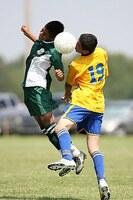 Sportmedizin: Kopfbälle im Fußball - Risiko für das Gehirn?