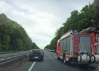 Rettungsgasse bilden: Standstreifen befahren oder nicht?