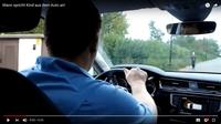 Fremder Mann spricht Kind aus dem Auto an!