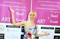 Tanja Playner mit ihrer Pop Art und Performance Kunst während Art Basel Kunstwoche