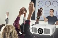 Panasonic stärkt Projektor-Produktportfolio mit neuem 8.500 Lumen starken Laserprojektor