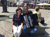 BNI-Team spendet 1700 Euro für Rostocker Straßenmusiker